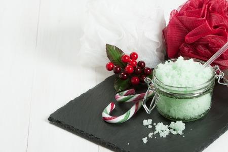 productos de aseo: Hecho a mano Mint Exfoliante con aceite de coco. Artículos de higiene, Spa Set Foto de archivo