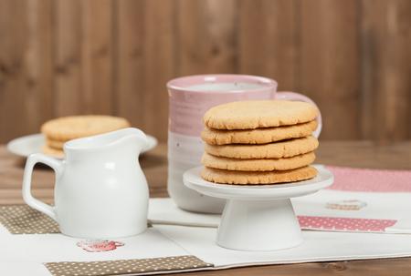 punto de cruz: Home Baked Peanut Butter Cookies. Handmade Cross Stitch Lunch Mats Foto de archivo