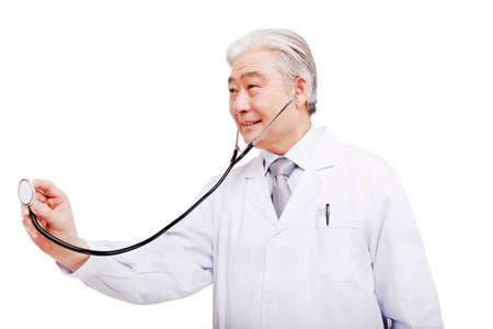 Oriental doctor to auscultate
