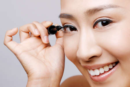 Oriental beauty using Mascara