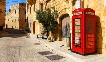 cabina telefonica: Malta, oficialmente conocida como la República de Malta, es un país insular del sur de Europa que consiste en un archipiélago en el mar Mediterráneo.