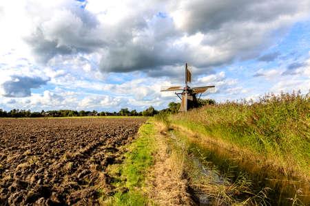 ザンデの Frisia の近く Neustadtgoedens で Wedelfelder の風車 写真素材
