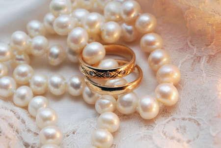 Anillos y perlas Foto de archivo - 4133654