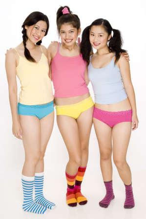 Tres mujeres asi�ticas j�venes bonitas en ropa interior y calcetines coloridos Foto de archivo - 422888