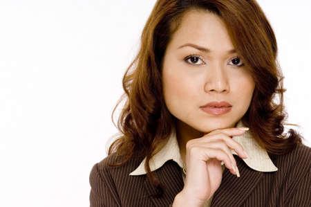 gaze: Een aantrekkelijke jonge zakenvrouw met een zelfverzekerde blik