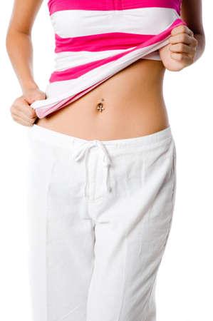 ombligo: Una mujer muestra su ombligo piercing