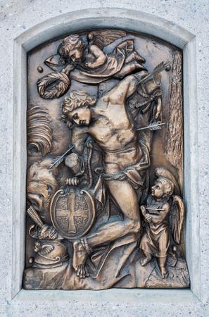 Bronze relief of San Sebastian pierced by arrows 版權商用圖片