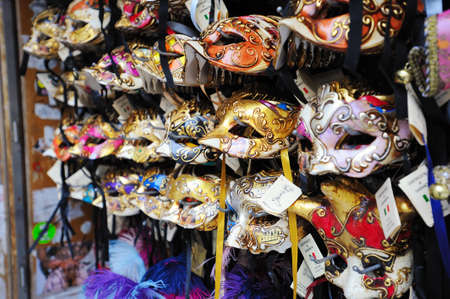 masquerade masks: VENICE, ITALY - SEPTEMBER 15, 2015: Gift shop in the center of Venice. There are many souvenirs items such as bright colorful masks for masquerade with unusual patterns.