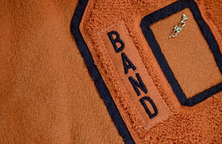 Band Award Patch aufgenäht auf High School Letter Jacket mit Trompetennadel