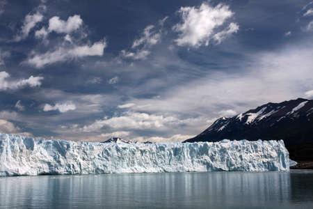 アルゼンチン、パタゴニアのペリトモレノ氷河