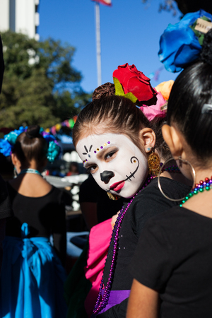 SAN ANTONIO, TEXAS - OCTOBER 28, 2017 - Girl wears face paint for Dia de los MuertosDay of the Dead - celebrated throughout Mexico and by people of Mexican ancestry living in other places. Редакционное