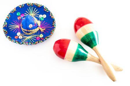 Colorful sombrero and maracas on white background 版權商用圖片