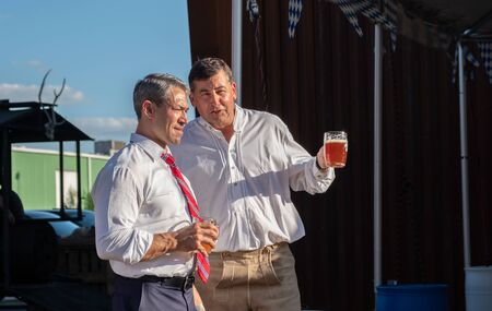 SAN ANTONIO, TX - SEPTEMBER 27, 2019 - Mayor of San Antonio, Ronald Adrian Nirenberg attending The Oktoberfest celebration at Alamo Brewery 新聞圖片