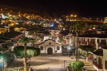 夜は、テネリフェ島のロス ヒガンテスの御霊の教会