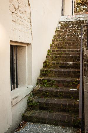 suspenso: Antigua escalera en Savannah, Georgia