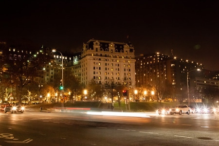Washington DC - December 5, 2015:  Cars are in motion at night outside of the famous Williard Intercontinental Hotel 新闻类图片