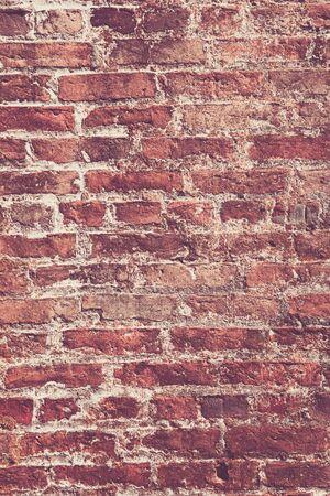 paredes de ladrillos: Detalles de la antigüedad, resistido ladrillo en una pared de ladrillo. Imagen funcionaría como un fondo o fondos de escritorio.
