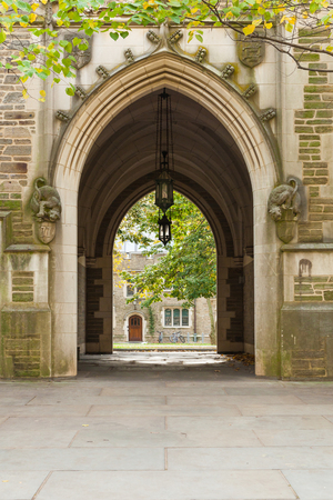 PRINCETON, NEW JERSEY - November 1, 2017: A view of the arches of Princeton University on a fall day 에디토리얼