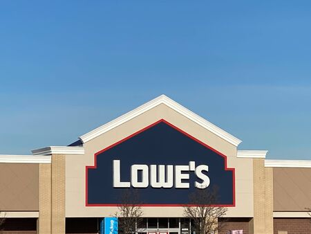 WOODBRIDGE, NEW JERSEY / UNITED STATES - January 9, 2020: the front entrance to the Lowe's store in the Woodbridge Crossings shopping center