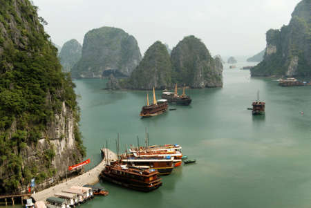 junks halong bay dock
