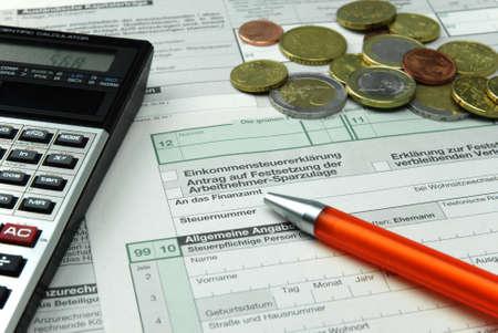 Dokumente für die Einkommensteuererklärung Standard-Bild - 11048088