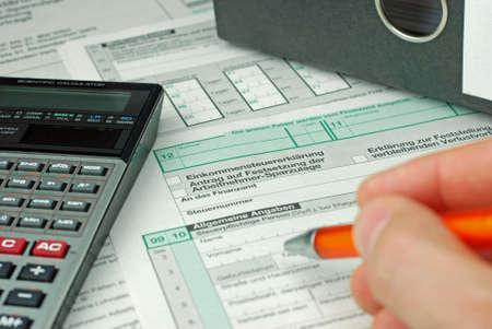 Dokumente für die Einkommensteuererklärung Standard-Bild - 11048105
