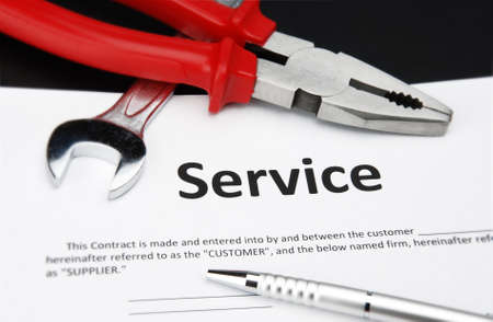 computer service: Service-Vertrag Vereinbarung mit Stift, Schraubenschl�ssel und Zange