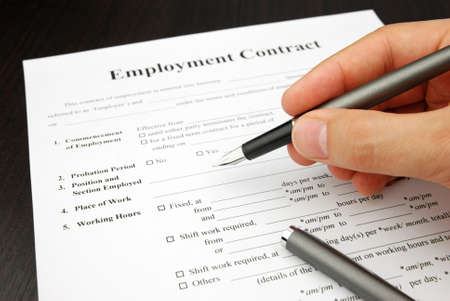 employment contract form with human hand pensigning Standard-Bild