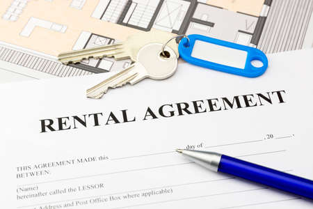 rental agreement document with keys and blue pen Stock Photo