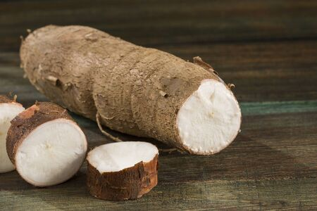 Raw cassava starch - Manihot esculenta. Wooden background Banque d'images