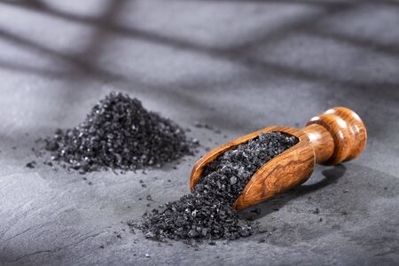 Hawaii black salt on wooden spoon Stock fotó