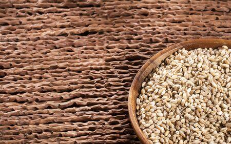 Raw Organic Pearl Barley - Hordeum vulgare Imagens