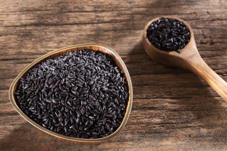 Raw black rice in the wooden bowl - Oryza sativa Zdjęcie Seryjne