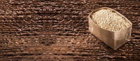 White Quinoa Seeds in paper bag - Chenopodium quinoa - White Quinoa Zdjęcie Seryjne