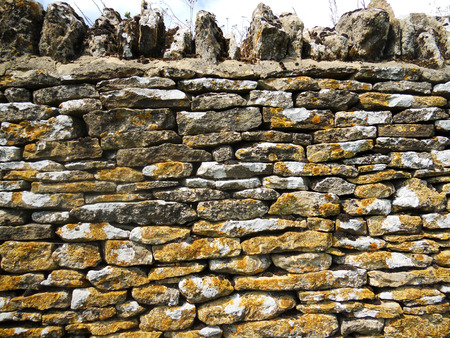 cotswold: Cotswold dry stone wall 2, old weathered dry stone wall in the Cotswolds, UK Stock Photo