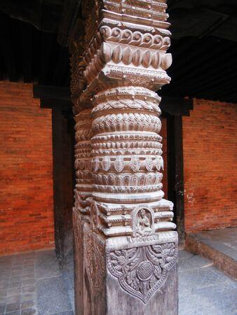 tallado en madera: Talla de madera de Nepal, tallado pilar de madera en Katmand�