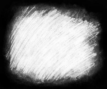 フレーム塗装の背景テクスチャ、荒い織り目加工の背景枠に周囲が暗く、白いコピー スペースに最適の大まかな白い走り書きのハッシュの領域。 写真素材 - 85174541