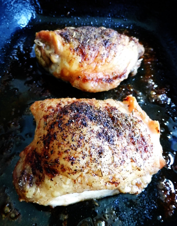 Roast chicken breasts cooked with herbs, on a roasting dish. Banco de Imagens - 121929329