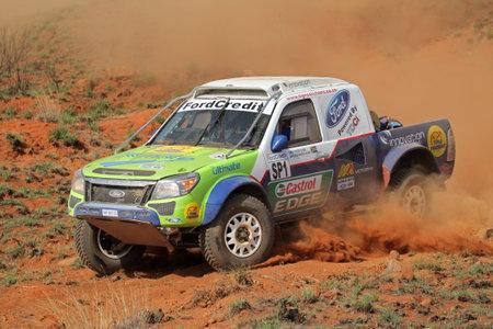 Bloemfontein, Zuid-Afrika - 15 oktober 2011 - Chris Visser en Japie Badenhorst in hun Ford Ranger in actie tijdens een Zuid-Afrikaanse off-road kampioenschap Stockfoto - 11201014