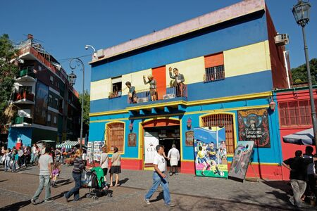 ブエノス ・ アイレス、2011 年 3 月 27 日 - カミニート通り、市内の主要観光名所である多彩に塗られた建物で、ラ ・ ボカ