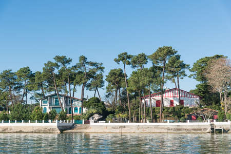 Arcachon Bay (France), villas of The Canon, near the Cap Ferret Banque d'images - 109548398