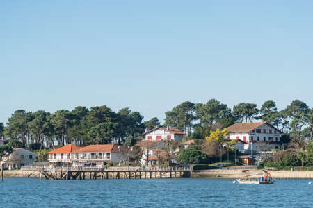 Arcachon Bay (France), the jetty of the oyster village of Le Canon Banque d'images - 97804517