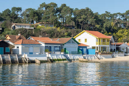 Arcachon Bay, France. Colored houses in an oyster village close to Cap Ferret Banque d'images - 109548399