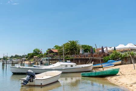 Cap Ferret, Arcachon Bay, France. Boats and terrace at seaside Banque d'images - 103502985