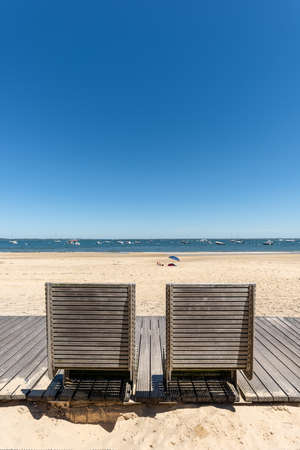 Arcachon, France, public boardwalk and public benches at seaside Banque d'images - 104593515