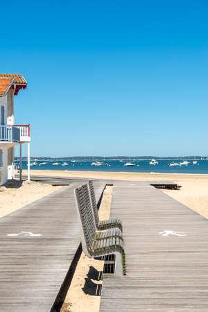 Arcachon, France, Seaside boardwalk and bike path Banque d'images - 104593517