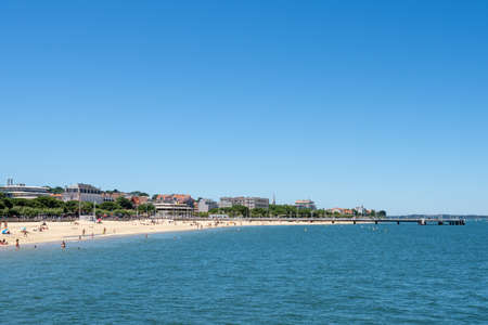 Arcachon, France, the beach and the jetty background Banque d'images - 104593518