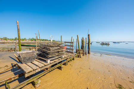 Arcachon Bay, France. Oysters on the beach of The Canon Banque d'images - 115269849