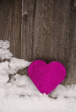 pink heart leaning against rustic fence5 Archivio Fotografico