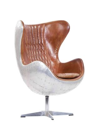 Cuero de aviador con sillón de acero inoxidable aislado en blanco